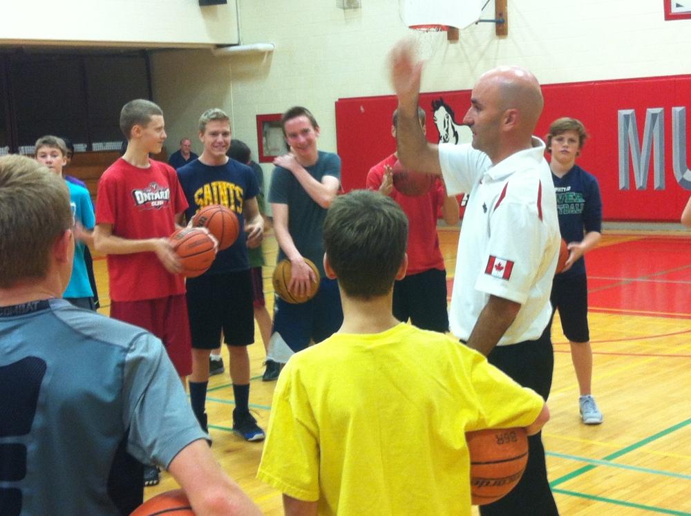 Photo of Dave Love instructing kids at Crestwood courtesy PYBA