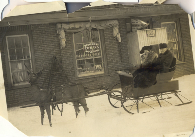 Horse and sleigh, apparently at the Montreal House [Trent Valley Archives, Electric City Collection]