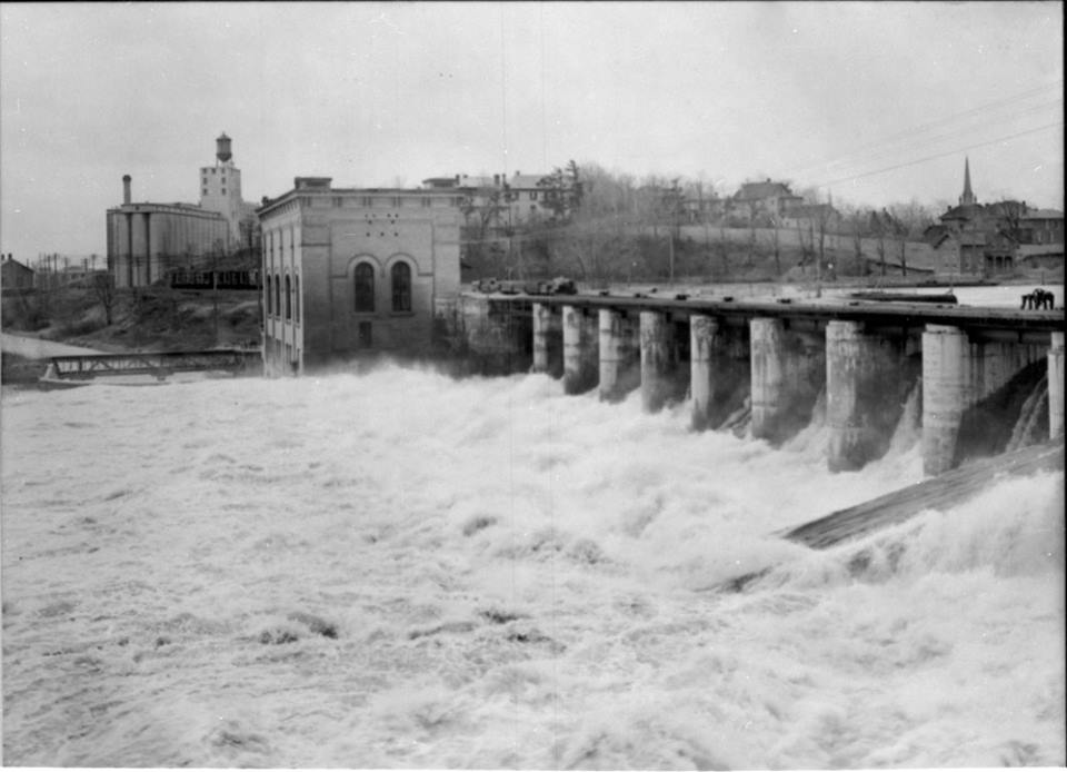 Hydro dam and power plant, Peterborough 1930c