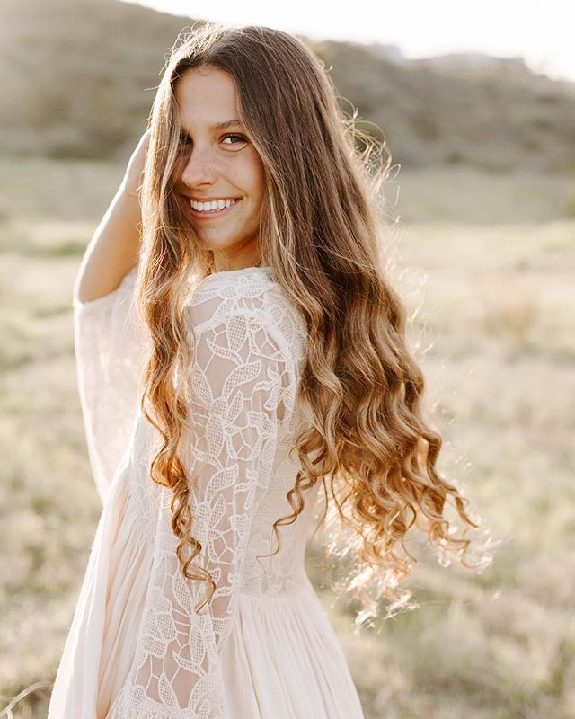 Ive had the pleasure of shooting with some amazing ladies lately! Including this natural beauty! She slayed her senior session with me and then went to Haiti on a mission trip during her spring break! Talk about beautiful inside and out! #ilovemyjob #moderndaymona #photography #classof2018 #seniorportraits #sandiegoseniorphotographer #seniorpictures #senior #seniors #seniorpics #seniorinspire #modernsenior #seniorologie #seniorportraitphotographer #instasenior #theseniorstunner #seniorstyleguide #theseniorcollective #seniorchic #seniorshoot #seniortog #lemonadeandlenses #senioryearmagazine #boho #highschool #californiaseniorphotographer #goldenhour #naturalbeauty