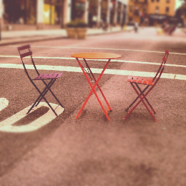 the city is always prepared for a good sit down. (Taken with  Instagram )