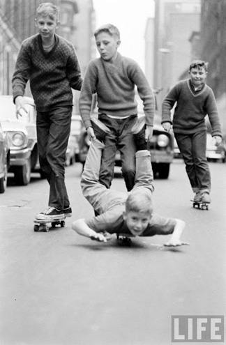 for some reason, a flood of sixties NYC skateboarding photos have showed up in my social streams. i'm fine with it.    stefankaz :     by bill eppridge via  huhmagazine