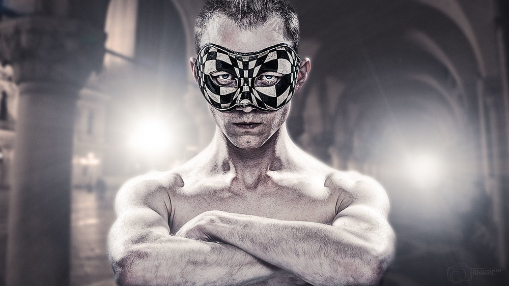 Maske-Portrait-WEB.jpg