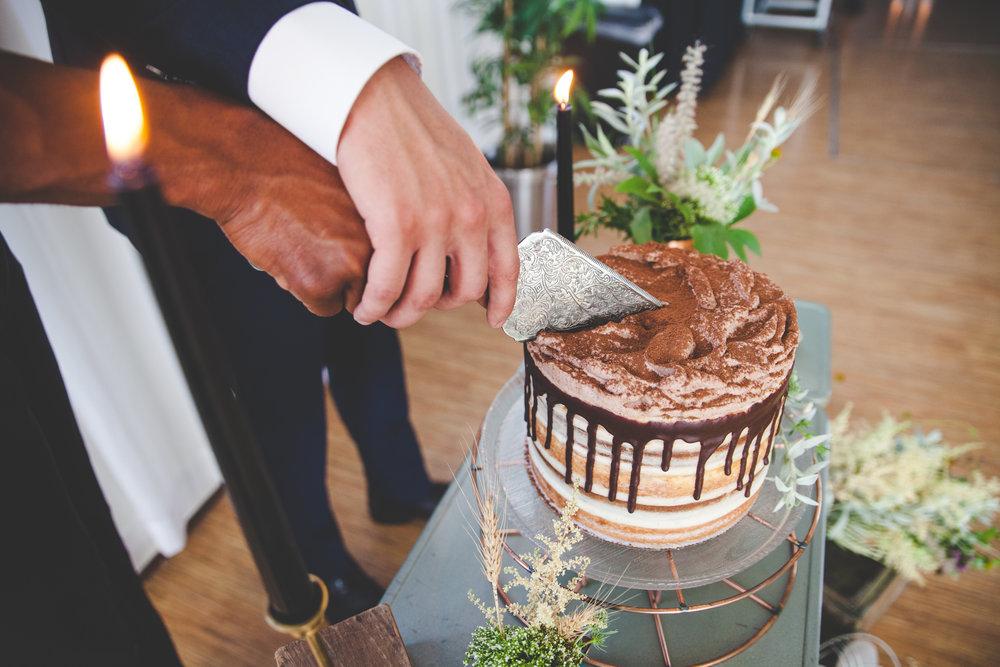 Masculine-Editorial-Jupiter-Hotel-Portland-Alternative-Wedding-Photography-BethOlsonCreative-110.jpg