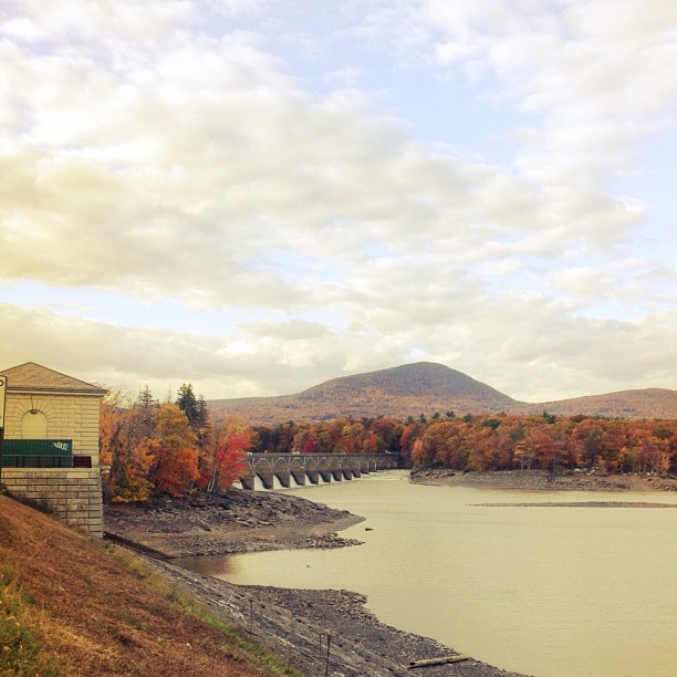 #fall #newyork #lake (at Ashokan Reservoir)