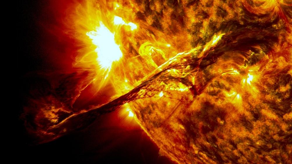 Giant_prominence_on_the_sun_erupted (1024x576).jpg