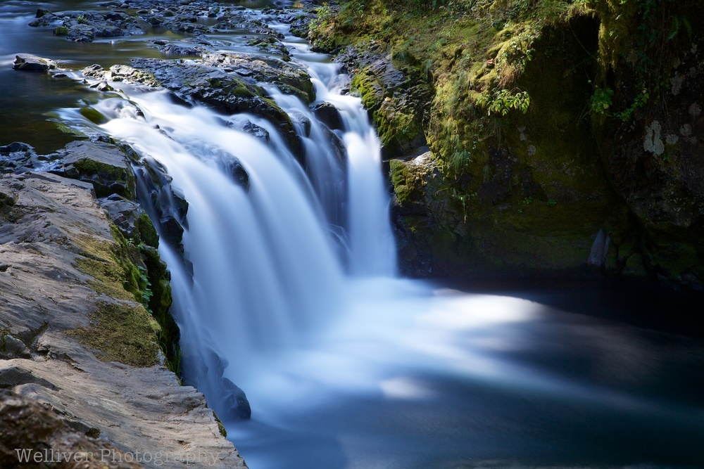 Columbia River Gorge, Oregon: Waterfall by Terry.