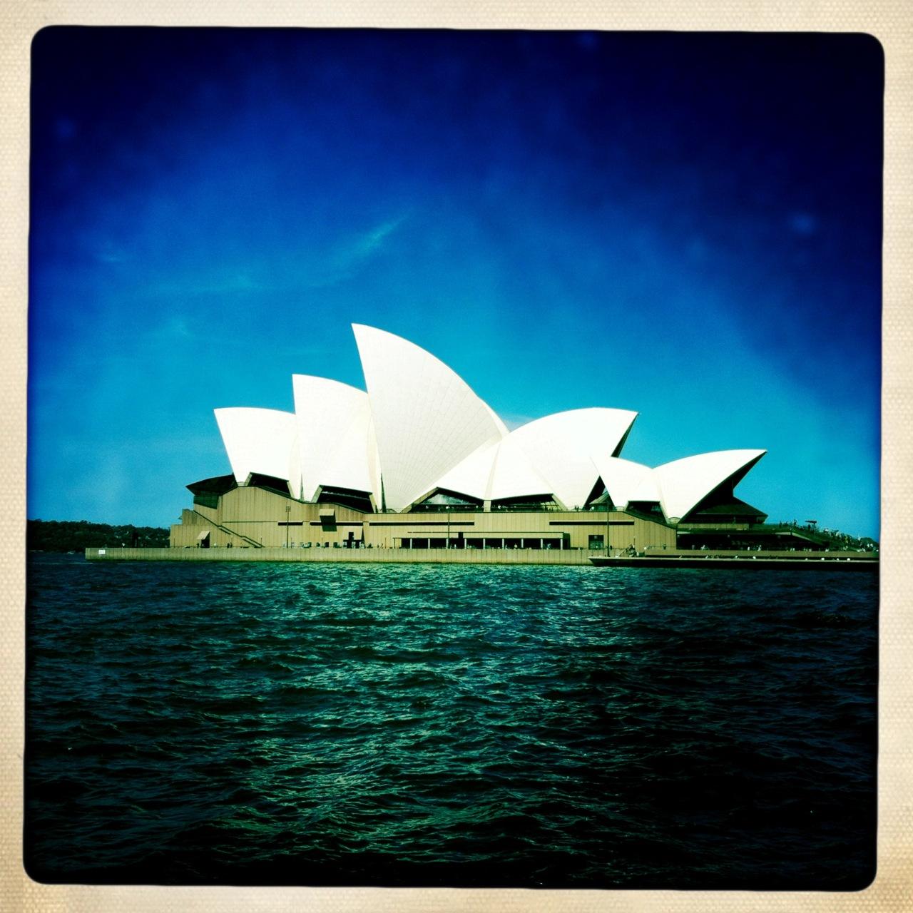 Sydney Opera. On se réjouit d'aller voir un concert là-bas (merci les collègues)!