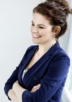 Succes-blogger, CEO, tekstforfatter, tv-co-vært, forfatter, foredragsholder, overskuds-looking københavnerlady Julia Lahme. Har 27 timer døgnet.
