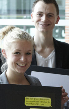 En meget spæd elev-Lotte (og min daværende makker Martin Ettrup), da vi lige var blevet ansat hos Nørgård Mikkelsen. Her har vi netop solgt ideen om Natteravne i Odense ind til kunden.
