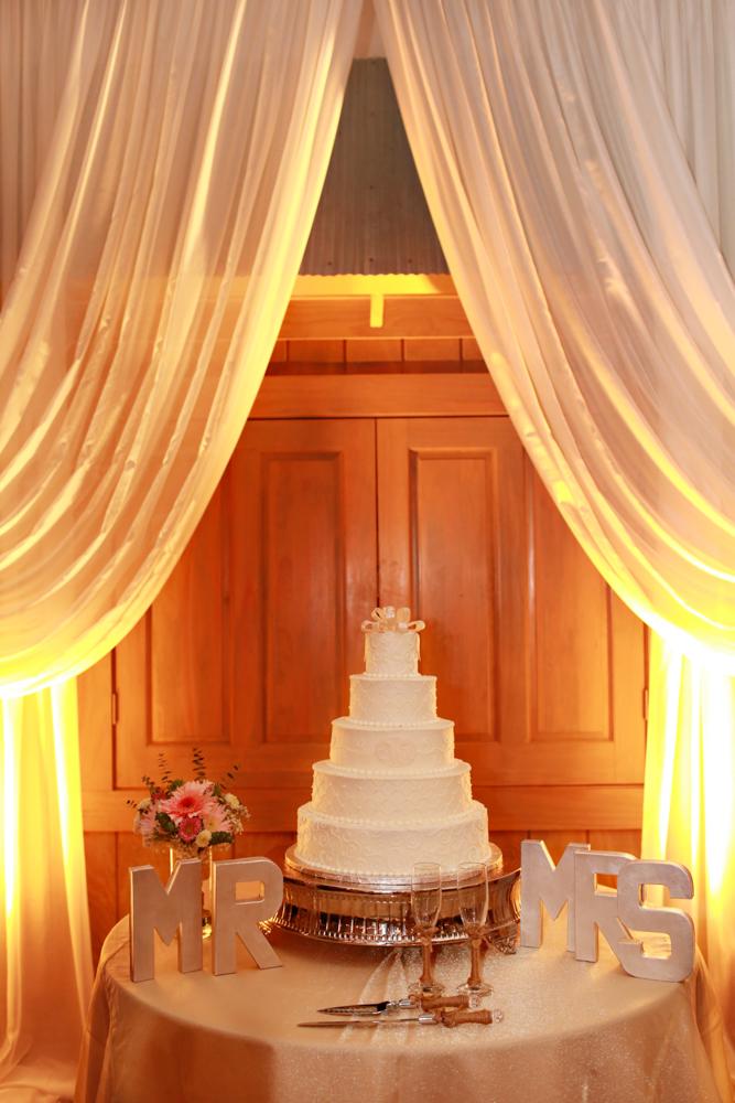 draping and wedding cake