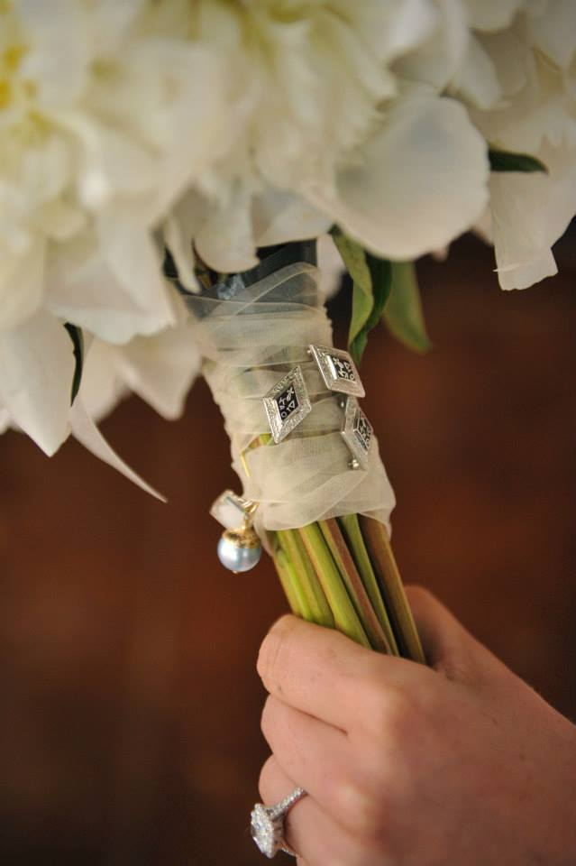 Got to love sorority traditions! Erin fastened her Kappa Delta sisters' pins to her bouquet.