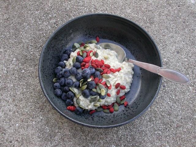 Glutenfri quinoagrød med blåbær