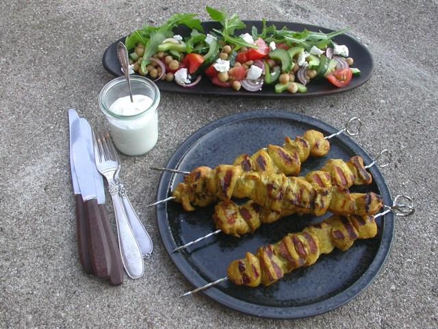 Marineret, grillet kylling og kikærtesalat