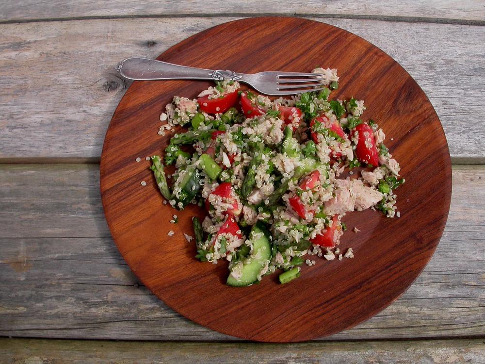 Quinoasalat med tun og grøn