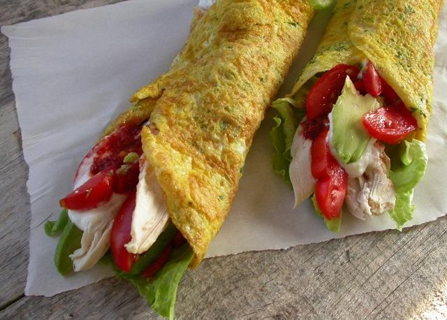 Æggewrap med kylling og grønt