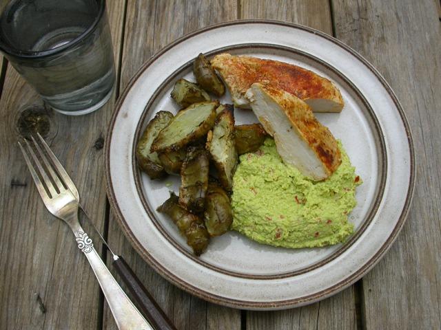 Kylling, stegte jordskokker og spicy edamamedip