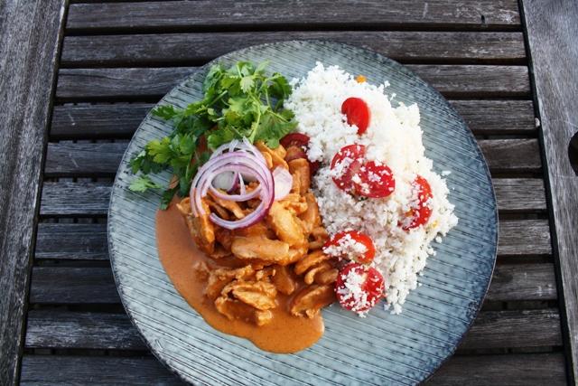 vegetarisk, proteinrig kokos-karrygryde og blomkålsris