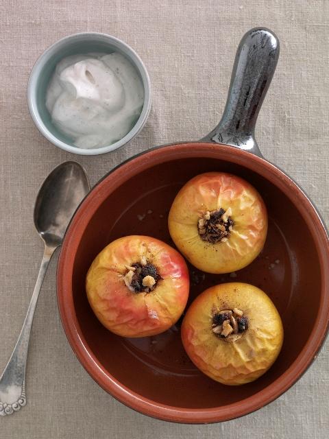 Bagte æbler med skyr-vaniljecreme