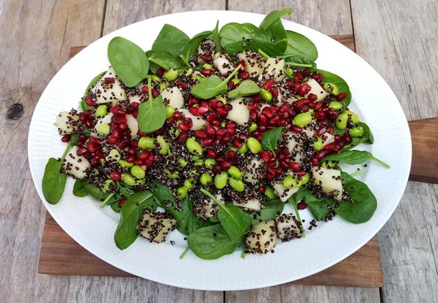 Salat med edamame bønner, quinoa og melon