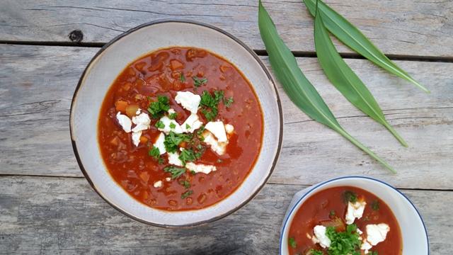 Tomatsuppe med soy4you, feta og persille