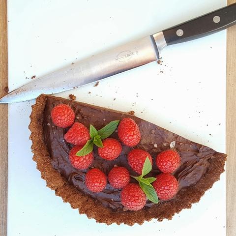Chokoladetærte med hindbær og mynte