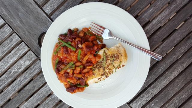 Kylling og ragout med bønner og tomater