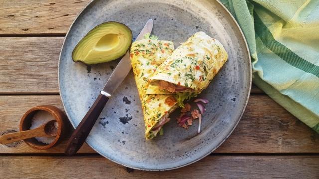 Æggewrap med tun og avokado