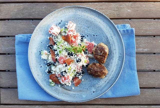 Blomkålscouscous med bacon og blåbær