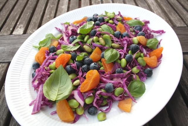 Salat med edamame bønner og kål