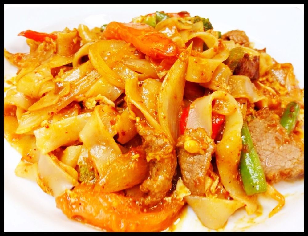 Spicy Basil Noodle Beef