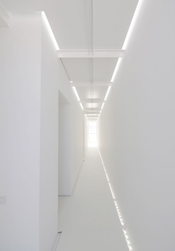 White-corridor-with-fluorescent-lights.jpg