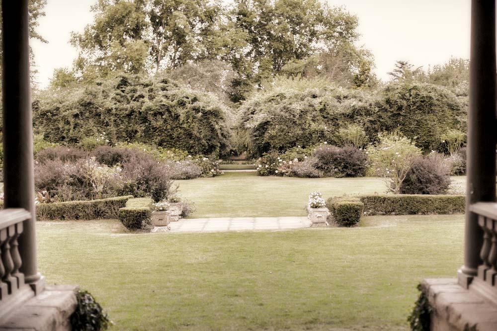 romantic-garden.jpg