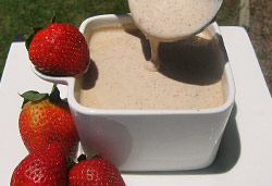 Strawberry Creme Anglaise  Photo : Jackie Cameron