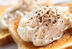 Poached Egg on Toast Photo : Jackie Cameron