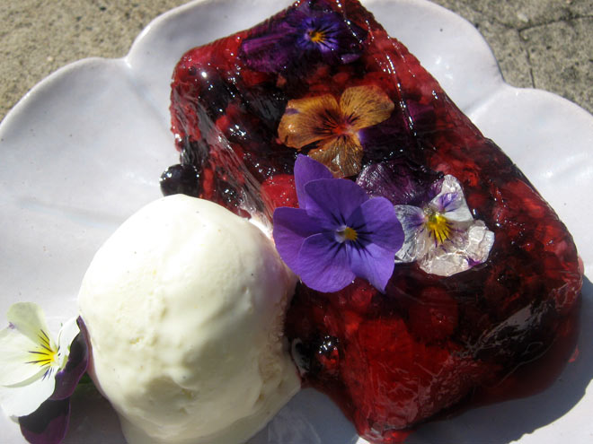 Rose Jelly with Mixed Berries Photo : Jackie Cameron