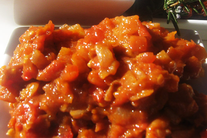 Spicy Tomato and Onion Relish Photo : Jackie Cameron