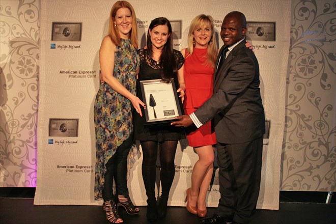 Head Chef Jackie Cameron and Hartford GM Vanessa Coetzee receive Hartford's AMEX Platinum Award / American Express (p)