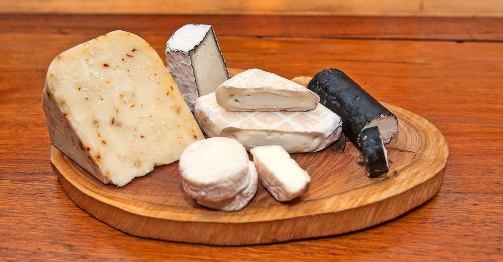 Swissland Goat Cheeses, free of antibiotics and colourants / Travis Finch (p)