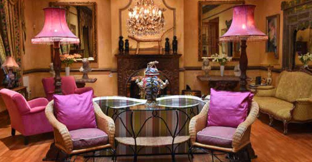 Kolonialer Charme mit originellen Farbtupfern in der Lounge des Hartford House.