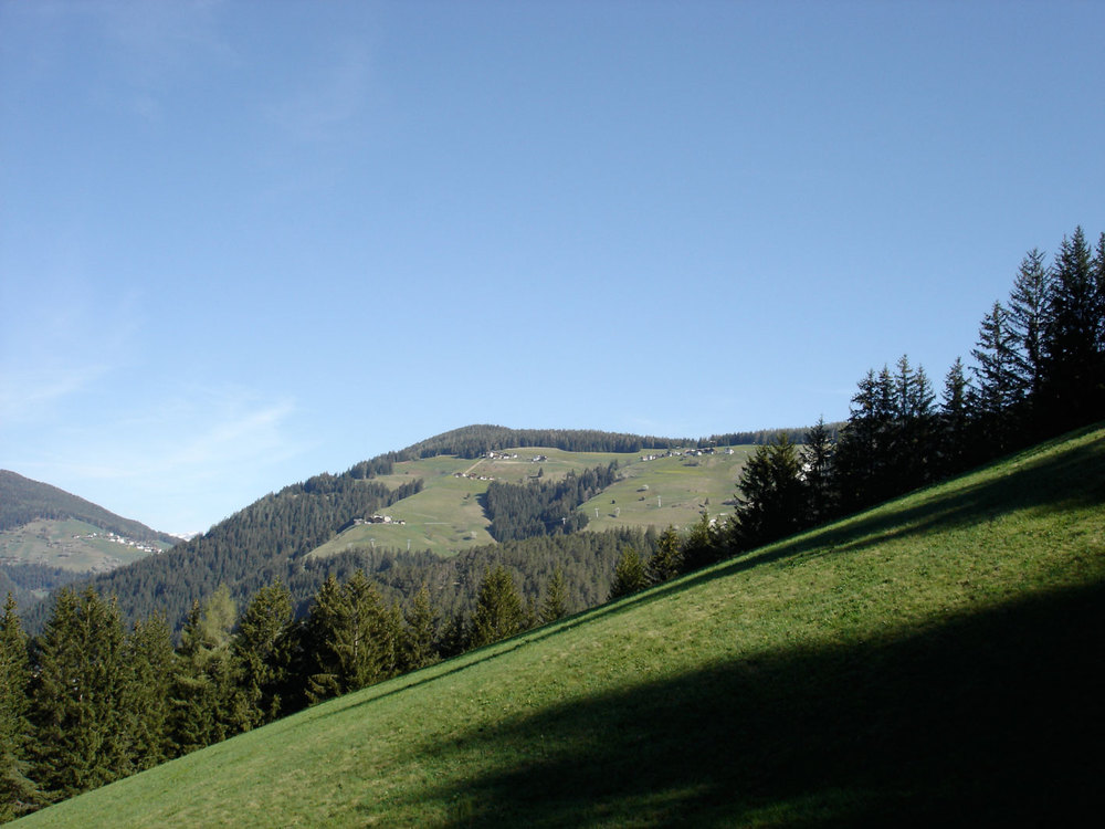 Piz de Plaies (highest hill in the middle, seen from Preroman).