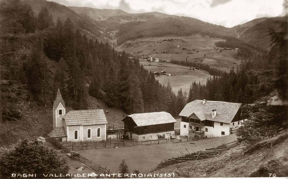 70 years ago: the Bagn Valdander with the village of Antermëia / Untermoi / Antermoia on the background. (Copyright: Istitut Ladin Micurà de Rü)