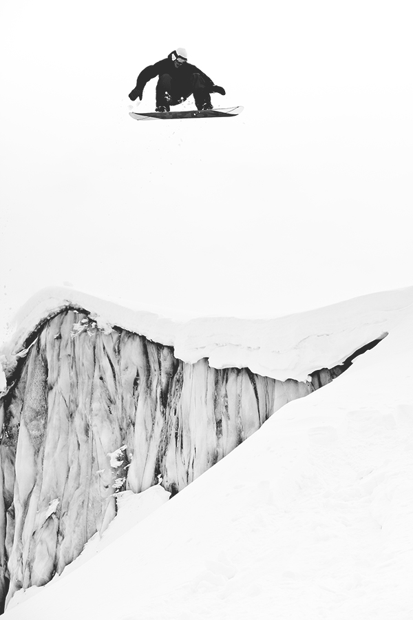 FrediKalbermatten_SaasFee_Snowboarder_SilvanoZeiter_2.jpg
