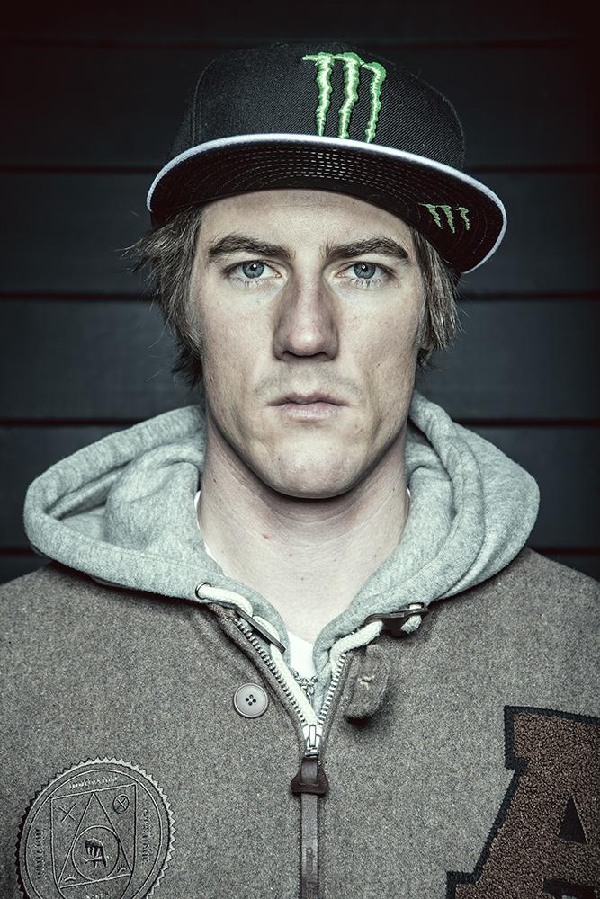 FrediKalbermatten_Portrait_Snowboarder_SilvanoZeiter.jpg