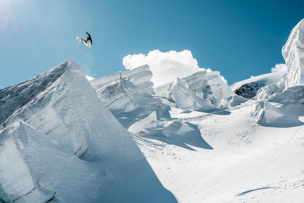 xgames_nicolasmueller_silvanozeiter_snowboard_ice_saasfee_snow