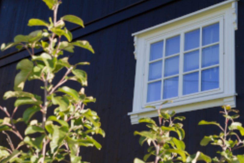 Tid for å pynte på utvendig fasade! Vi leverer omramninger.