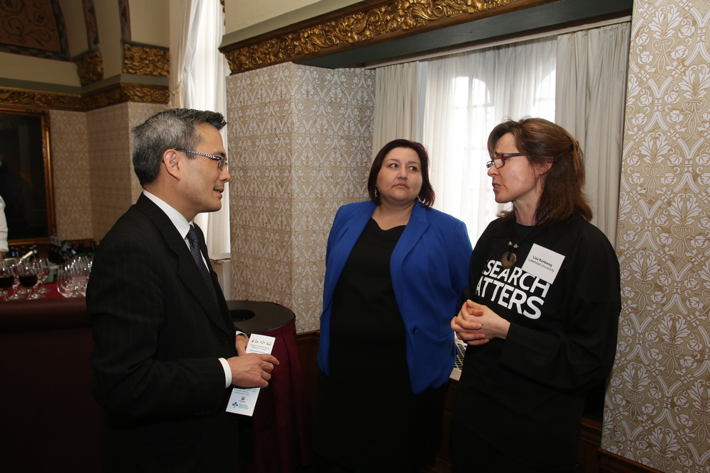 "Lisa discusses her research in with politicians at at Parliament Hill event ""Research Matters""."