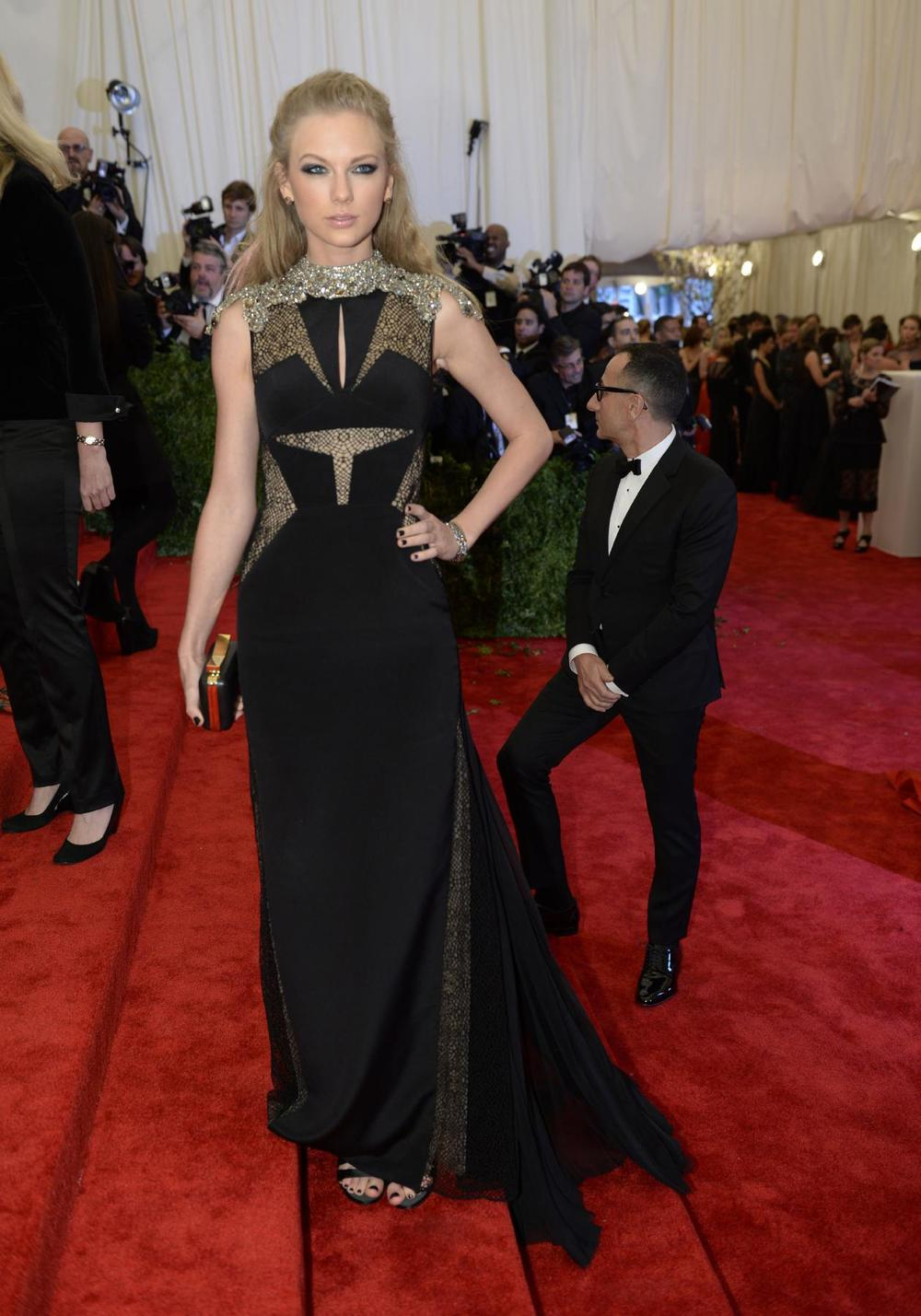 Taylor Swift in J.Mendel
