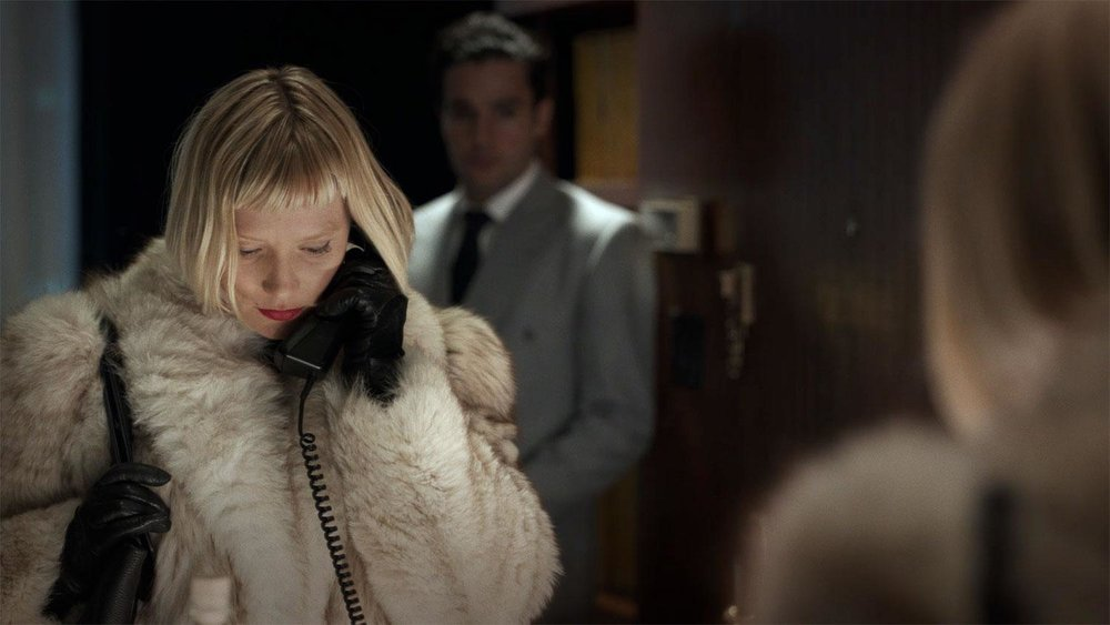Piercing-Mia-Wasikowska.jpg