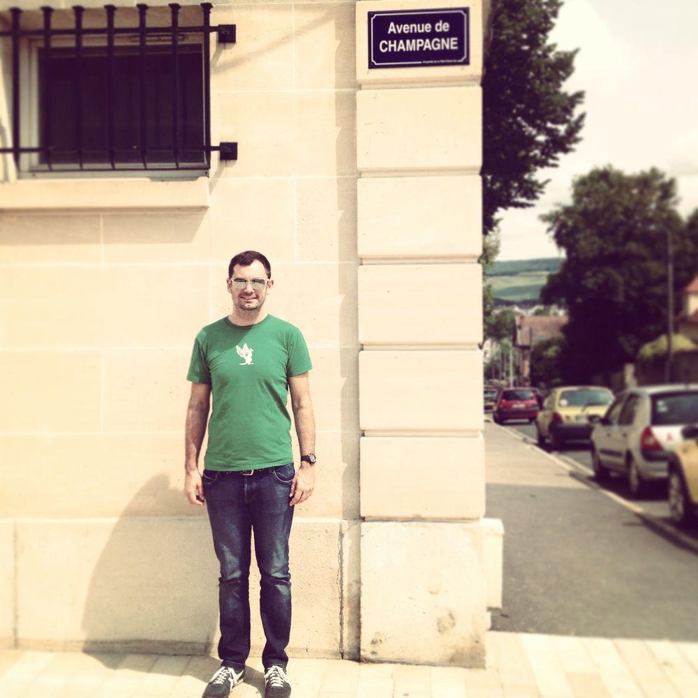 #greenwhiteblack on the Avenue du Champagne